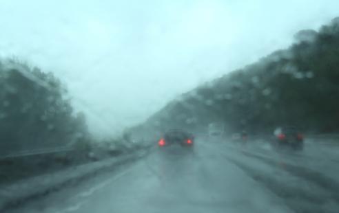 雨の日の運転の注意点(ハイドロプレーニング現象への対応など ...