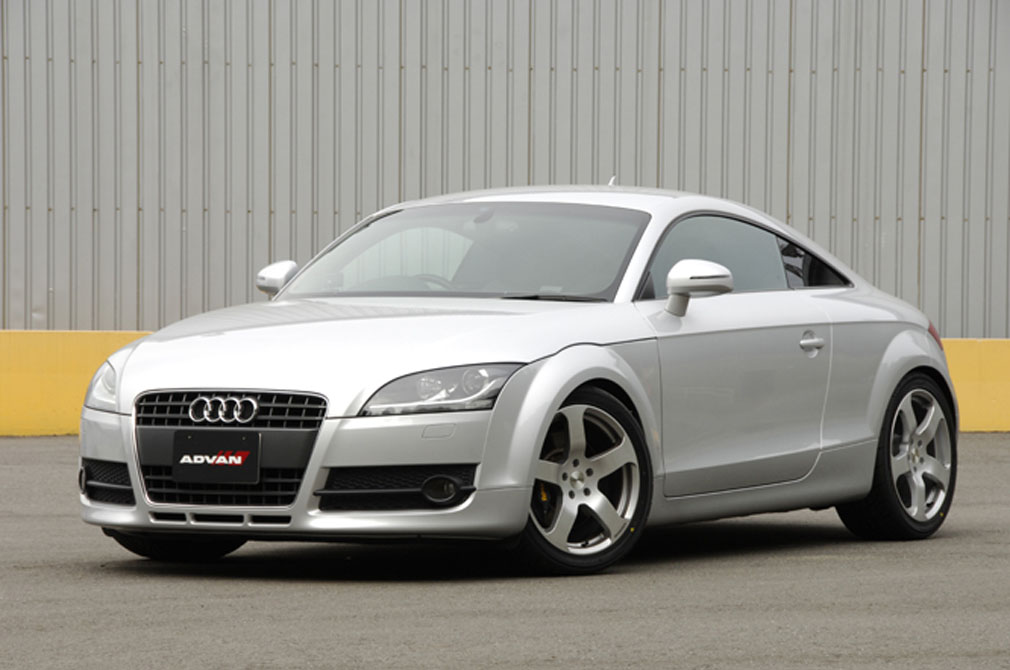 Audi TT Coupe 2008y / 成城タイヤ