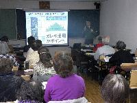 講演する桜井光雄CSR・環境推進室長と参加者の方々