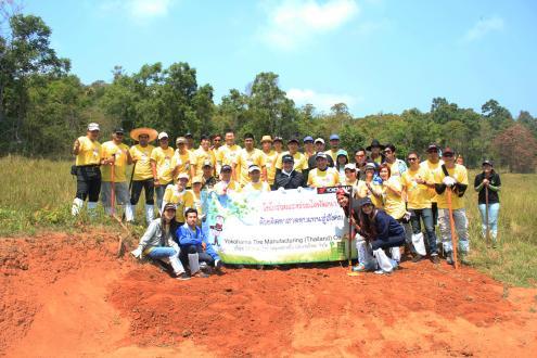 "YTMT employees at the ""Salt Earth Making"" activity"