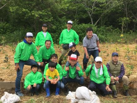 植樹祭に参加した横浜ゴムメンバー