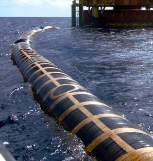Seaflex hose transporting crude oil