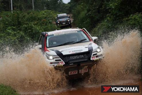 Toyota Fortuner driven by Takuma Aoki in the Asia Cross Country Rally (2019)